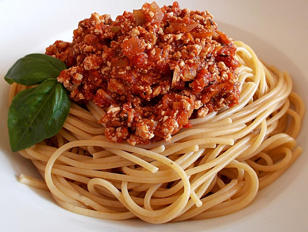 vegane spaghetti bolognese by veganolo veganes food magazin. Black Bedroom Furniture Sets. Home Design Ideas